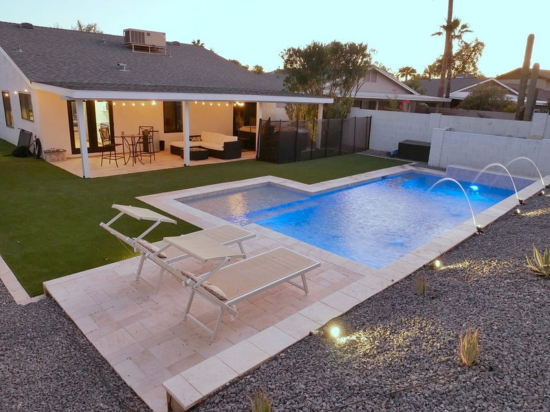 Quiet Scottsdale Kierland home with HEATED POOL*, jacuzzi, close to everything! – semesterbostad i Scottsdale