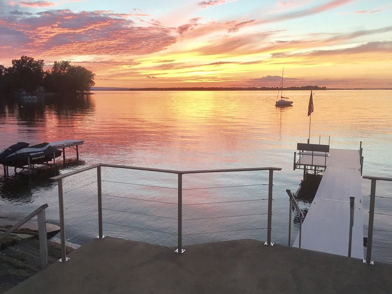 Lakefront - Lake Champlain private beach, dock, spectacular sunsets, holiday rental in South Hero