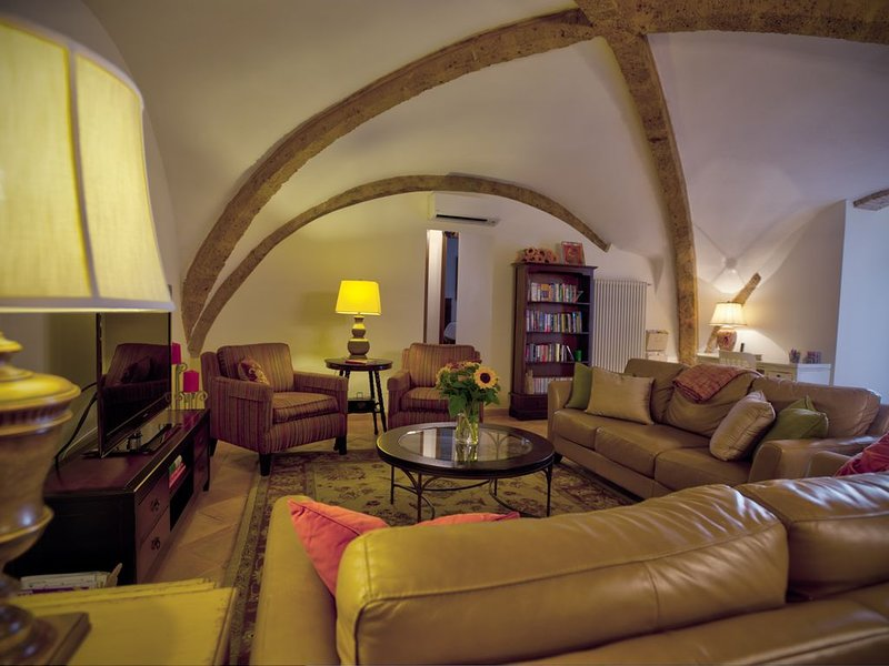 Fully Restored Lg. Apt in a 16th Century Palace Orvieto Center, holiday rental in Porano