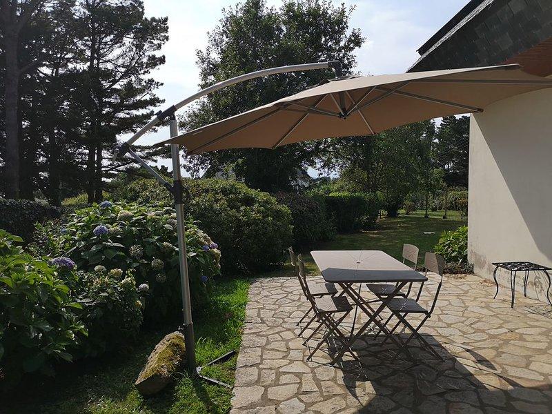 Jolie maison familiale avec grand jardin 2mn plage, holiday rental in Nevez