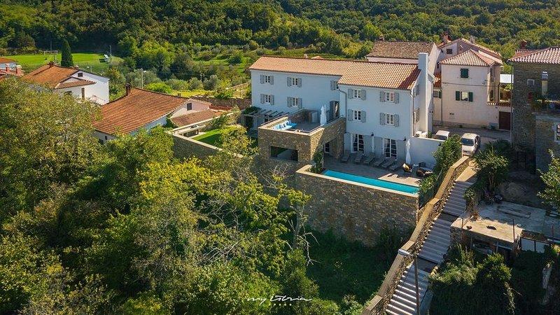 Beautifully decorated villa with pool in Momjan, alquiler de vacaciones en Momjan