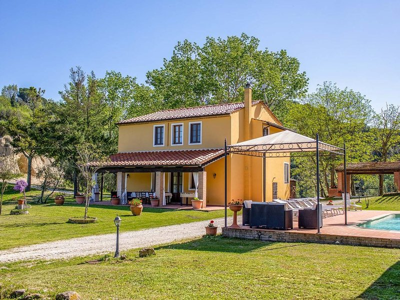 4 bedroom villa with pool and BBQ, location de vacances à Ghizzano