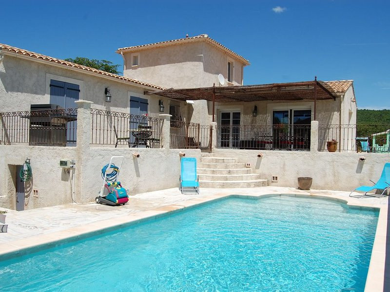 Provence , Luberon,  Villa individuelle, Piscine chauffée, vakantiewoning in L'Hospitalet