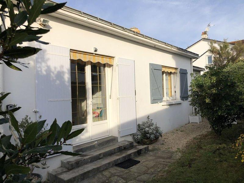 Maison 5 personnes  PLAGE à 150 m, jardin clos et terrasse.Tout à pied., holiday rental in Saint-Hilaire-de-Riez