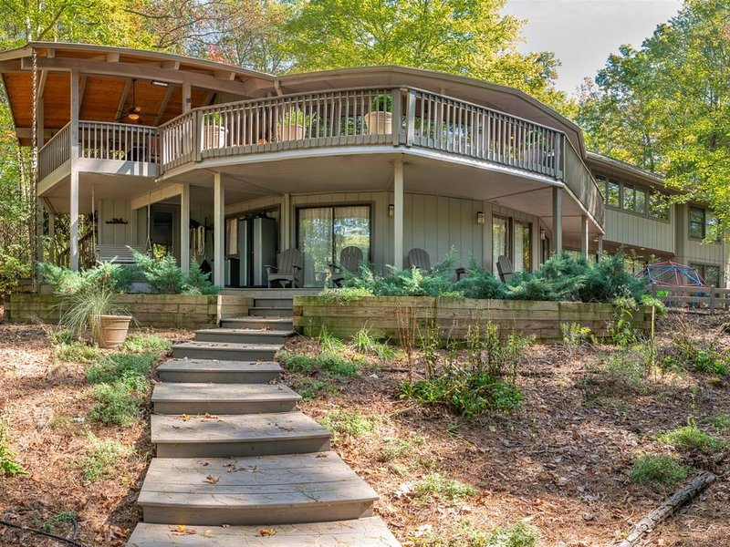 Wood Haven on the Lake, holiday rental in Brevard