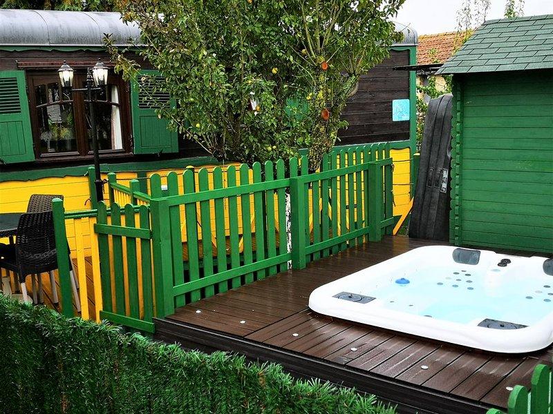 Roulotte  Spa & Sauna - Le Domaine de Manoir, aluguéis de temporada em Nonant