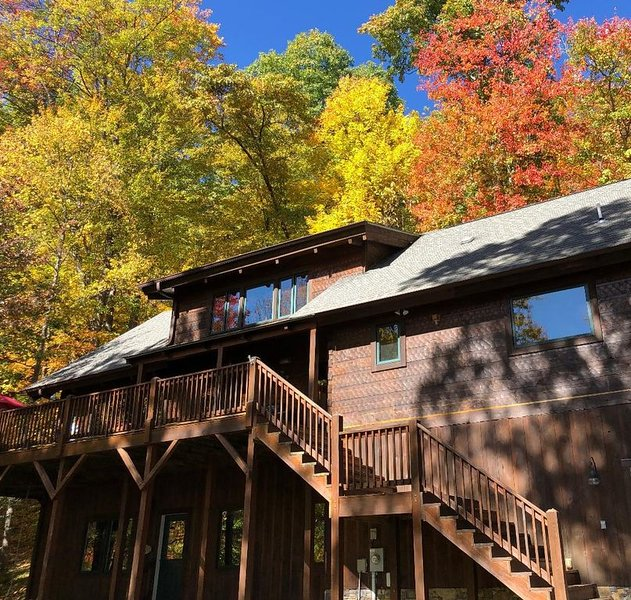 Gorgeous Log Home in Gated Community for Your Perfect Mountain Getaway, alquiler de vacaciones en Waynesville