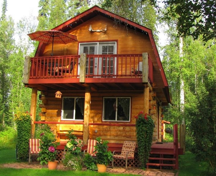 LOG CABIN on the beautiful Chena River! Sleeps 4* AURORA viewing, holiday rental in Fairbanks