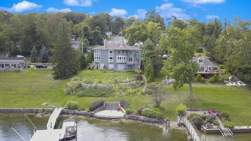 Exceptional Beauty On The Water!! Candlewood Lake - Danbury, CT, location de vacances à North Salem