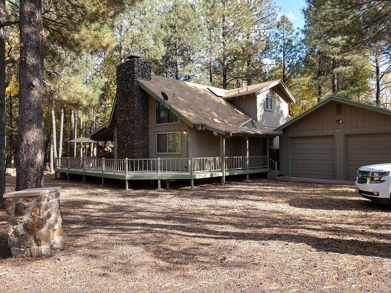 Chalet Style Home In Beautiful White Mtns. Pet-Family Friendly, Great Location!, location de vacances à Pinetop-Lakeside
