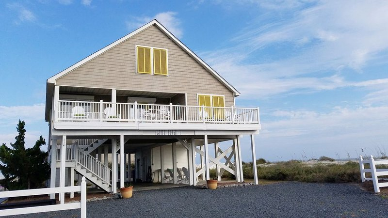 5 STAR RATING- SUMMER IS CALLING- Oceanfront House-5BR/3BA-Bikes-Wi-Fi-Linens, vacation rental in Ocean Isle Beach