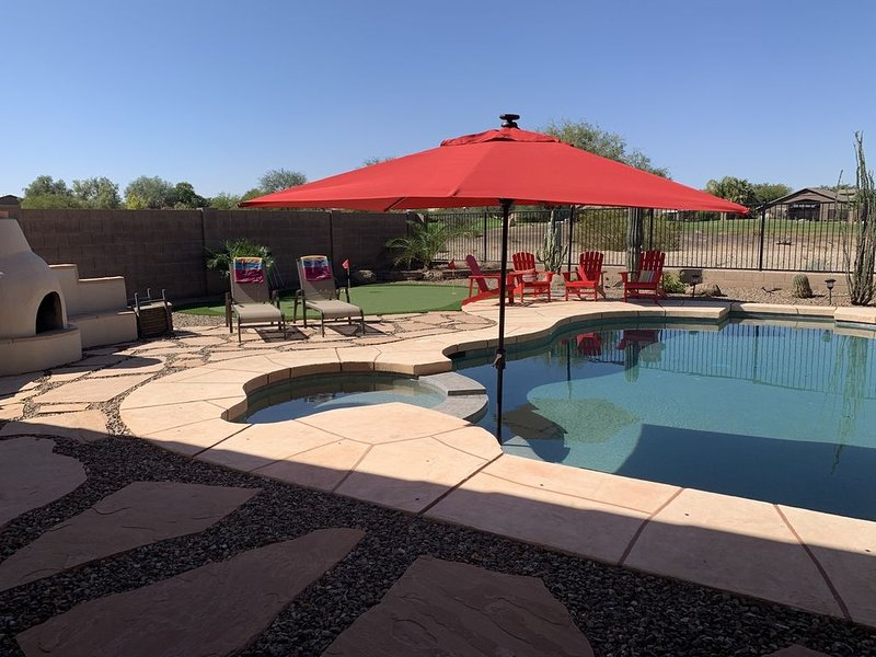 BEAUTIFUL 3 Bed, 2 Bath Home with Pool & Spa and Golf Course views, vacation rental in San Tan Valley