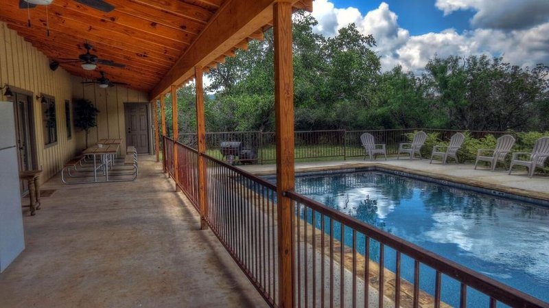 19th Hole--Located in the Golf Course, vacation rental in Sabinal