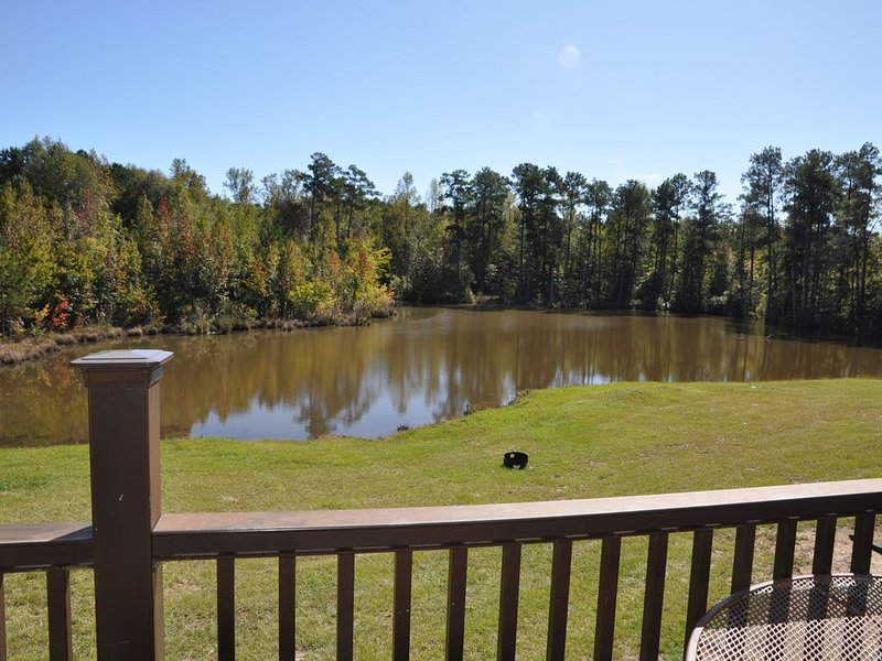 5 miles away is Callaway!!ON 132 Acres!!!  outside cooking, aluguéis de temporada em Pine Mountain Valley