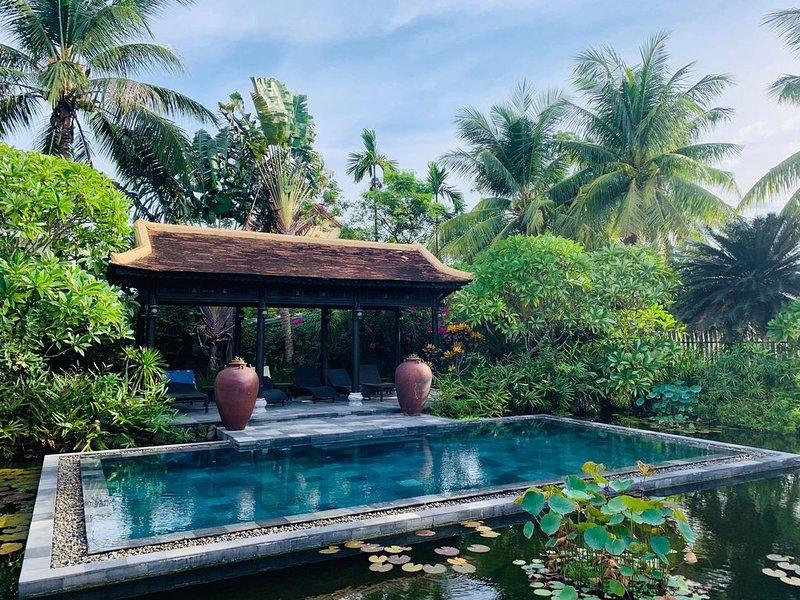 Villa Hoa Su Frangipani - A True Hideaway Villa, alquiler vacacional en Cham Island