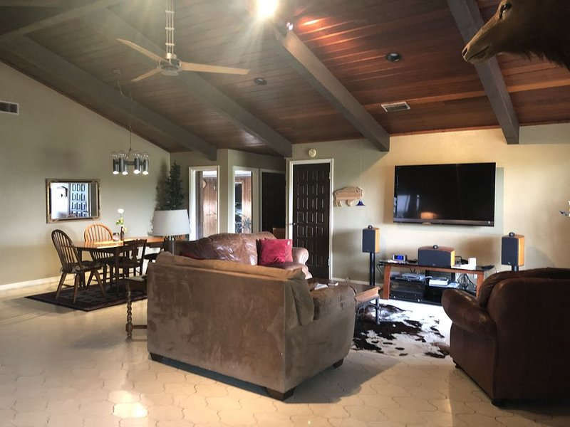 NEWLY LISTED! ELK House in CC! 4Bd, 2 Bth., vacation rental in Corpus Christi
