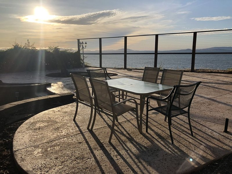 Beautiful Home, Spectacular Bay View From Patio! Sleep 8!, holiday rental in Port Costa