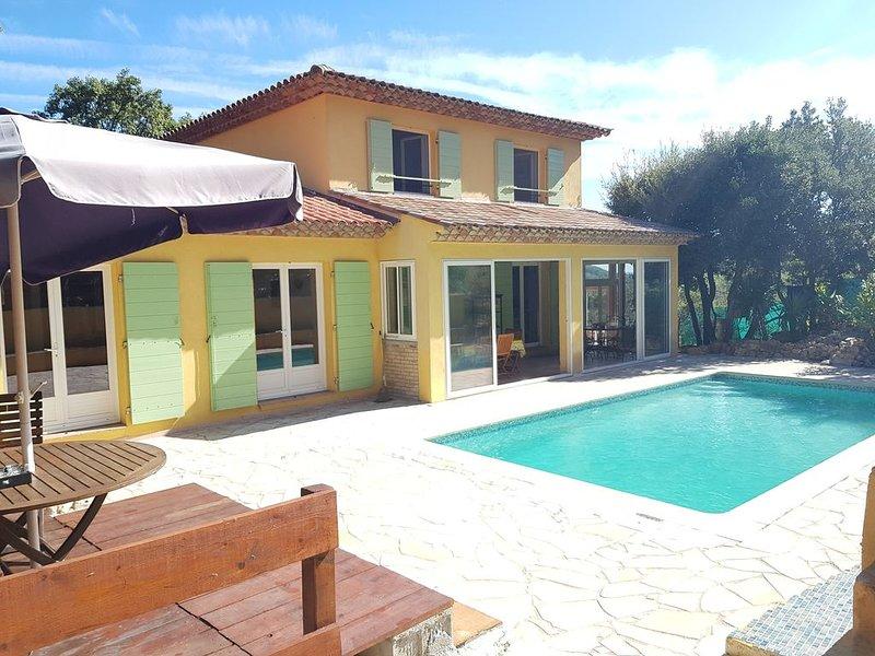 Belle villa de caractère sur piste cyclable et zone verte., holiday rental in Trans-en-Provence