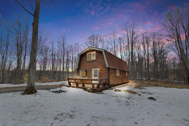 Bonfire Holler Cabin in the Woods, holiday rental in Crawford County