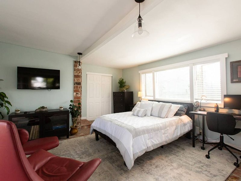 Stay at Southbay Hideaway, vacation rental in Gardena