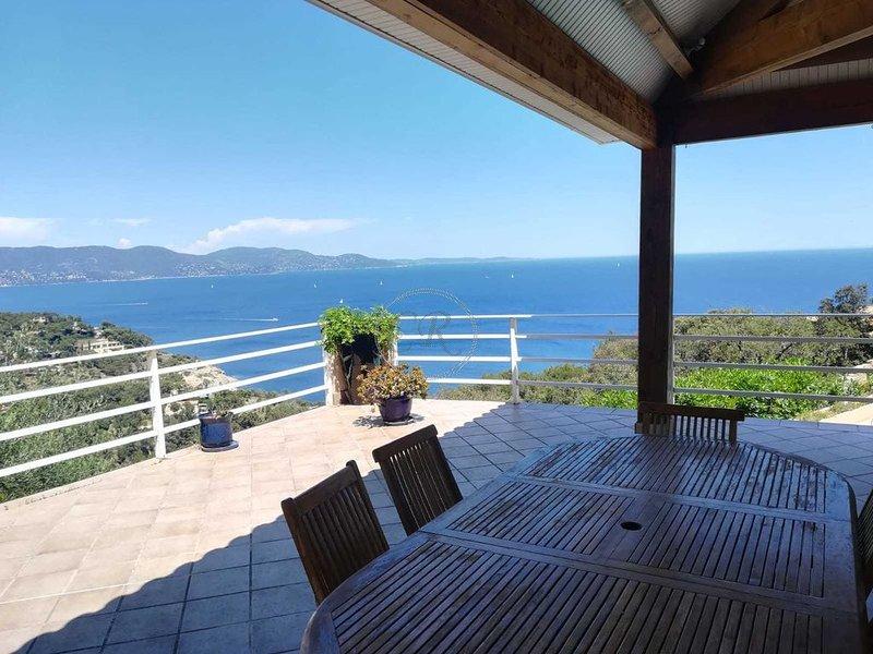 Villa Provençale au CAP BENAT - Vue Panoramique sur la mer, location de vacances à Cap Benat