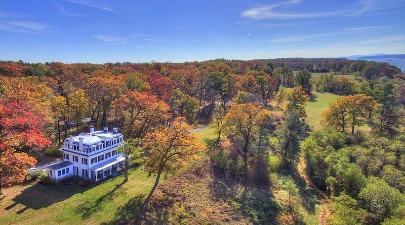 Historic Hudson Valley Mansion on 87 Acres, Breathtaking Views, vacation rental in Catskill