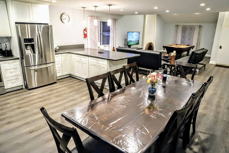 ExtendedStay❤️Backyard❤️BBQ❤️FastWiFi❤️PoolTable❤️Workstation, vacation rental in Lake Forest