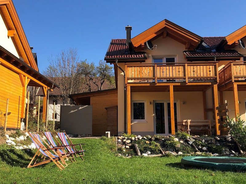 Nieuw vakantiehuis op drielandenpunt Oostenrijk,Italië,Slovenië. Uniek ligging!, vacation rental in Ratece