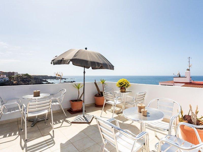 Ferienwohnung in Fischerort eine Minute vom Strand entfernt. Kostenloses Wifi., holiday rental in Guia de Isora
