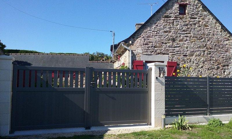 Gite face au chateau de la Roche Jagu,  proche du Trieux et sa vallée., holiday rental in Pontrieux