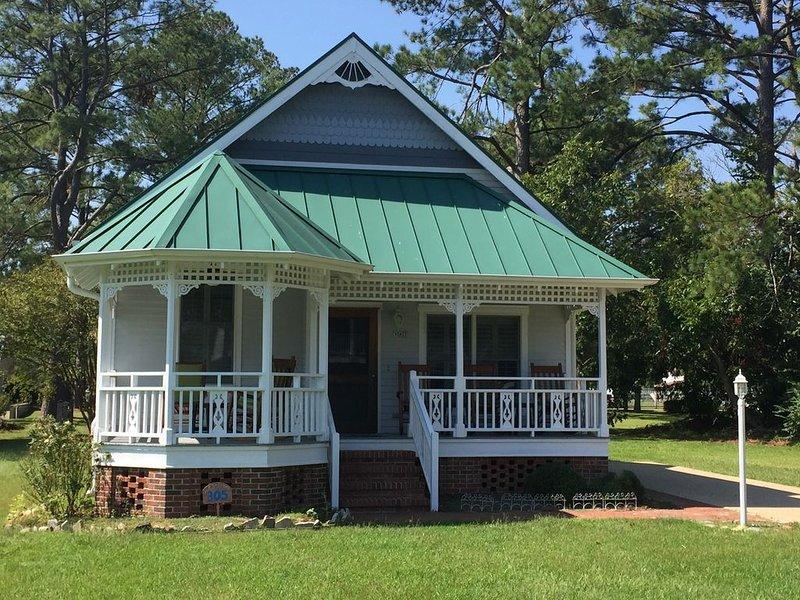 Peaceful Sophistication & Sailing Village Retreat, holiday rental in Grantsboro