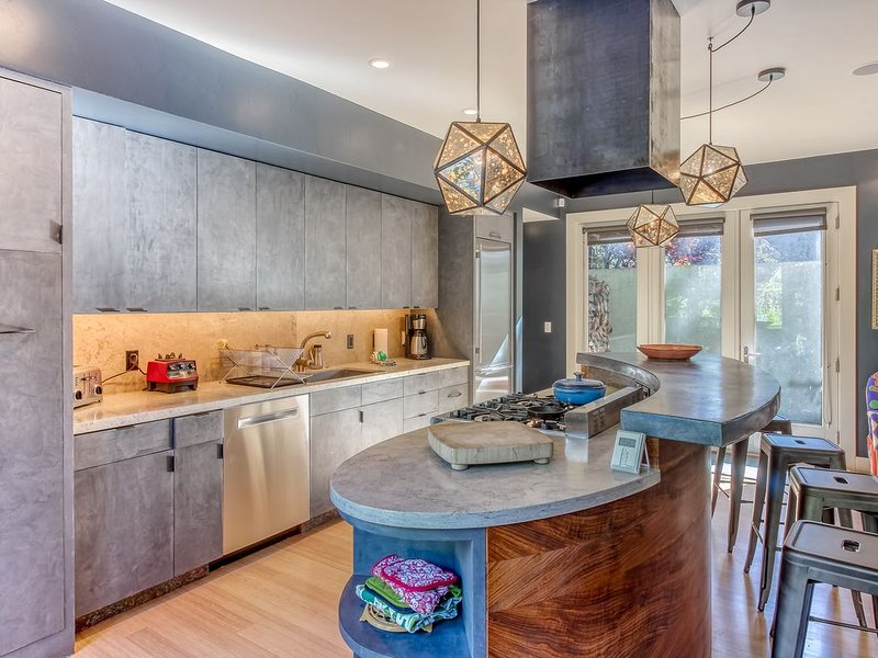 Chic guest home w/mountain views-close to downtown Ketchum & Warm Springs Lifts!, Ferienwohnung in Ketchum