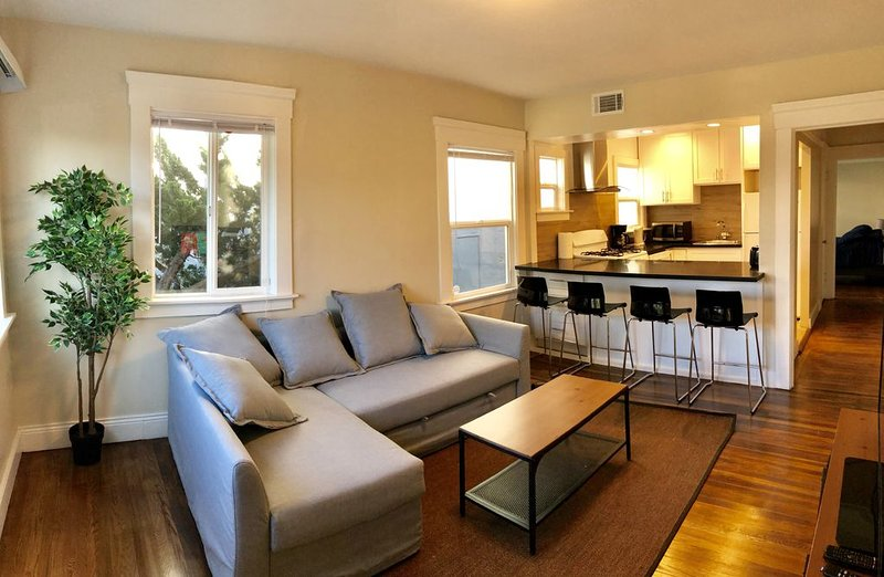 Bright 1br/1ba 5 min SFO WiFi Parking location!, alquiler vacacional en Millbrae