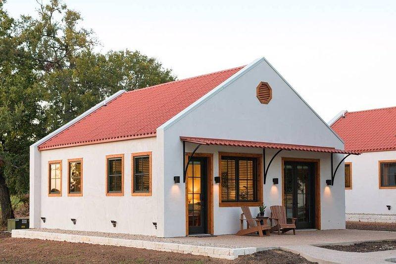 Little Dutch Cabin #1 - 12 min to Magnolia-Baylor, alquiler vacacional en Waco