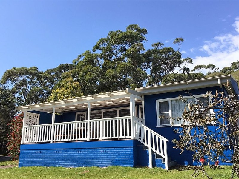 Sting Ray Bay is a short walk to bay and beach., holiday rental in Bendalong