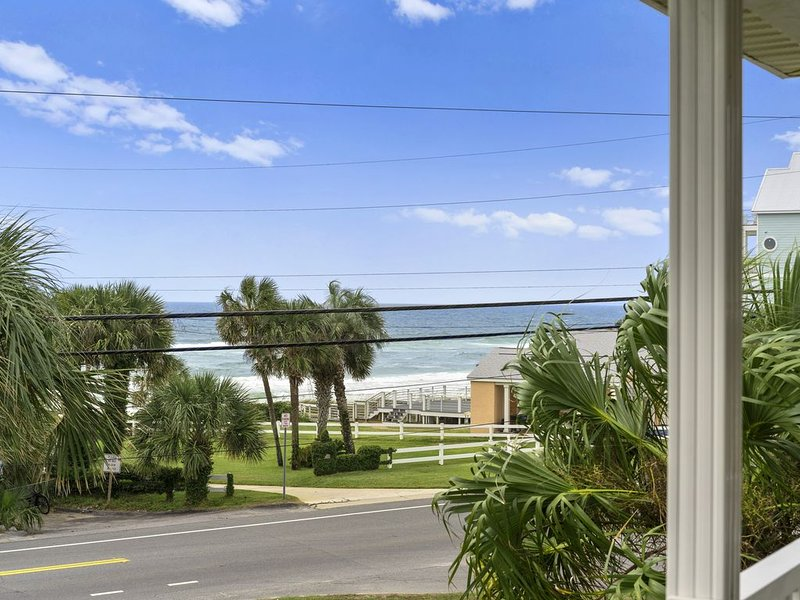 Near The Beach! West End PCB! Huge Yard! Ocean Views!, aluguéis de temporada em Sunnyside