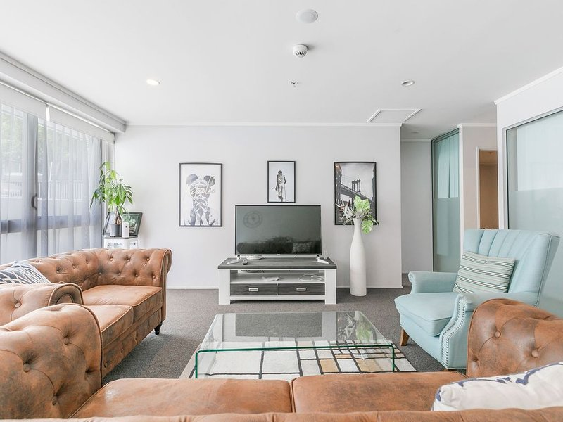 CBD with parking & 7 brms, vacation rental in Epsom