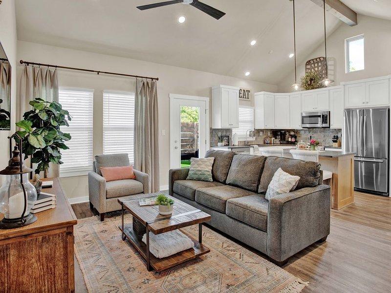Heron Haus - BRAND NEW modern condo, 3 min to Main Street, vacation rental in Fredericksburg