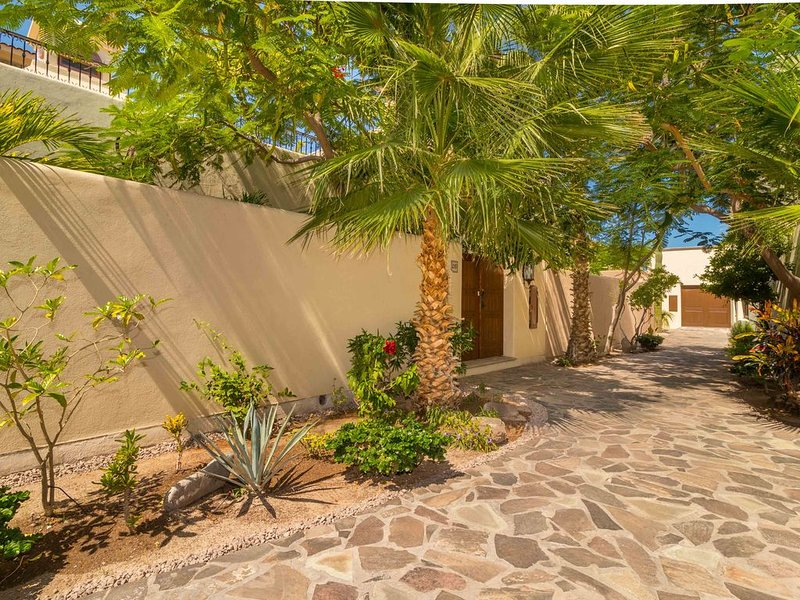 Ideal home, Perfect location in Loreto Bay, steps from the Beach. Bikes availabl, vacation rental in Loreto