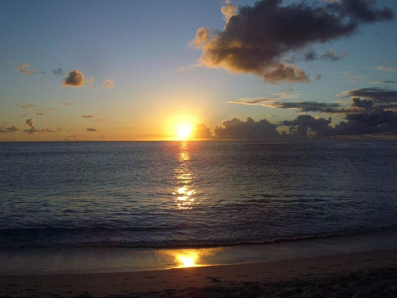 Affordable luxury. Corner penthouse. Rainbow Beach Club. Right on the Beach!, holiday rental in Sint Maarten