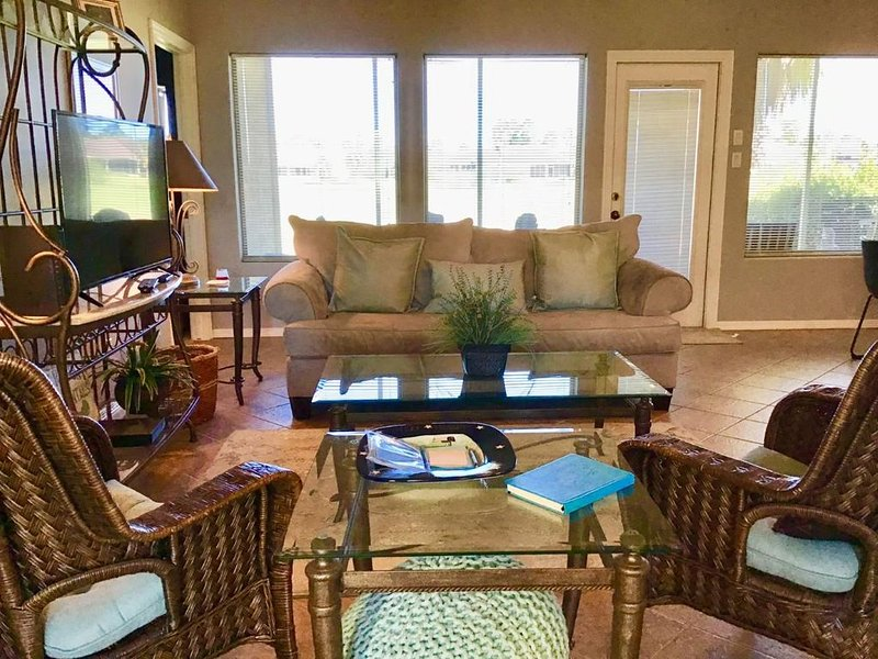 Beautiful 1 Bedroom Golf Villa with a Den at the Golf Course~37TP, vacation rental in Laguna Vista