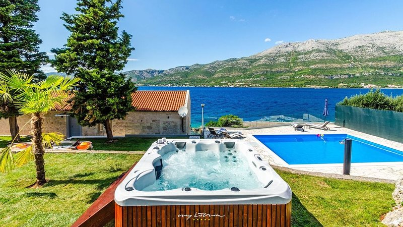 Exclusive seafront villa on the Island of Korcula, holiday rental in Medvinjak