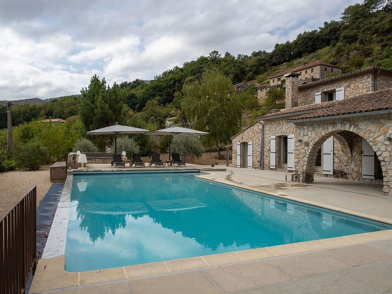 Lively Villa in Les Salelles with Private Swimmiing Pool, vacation rental in Les Salelles