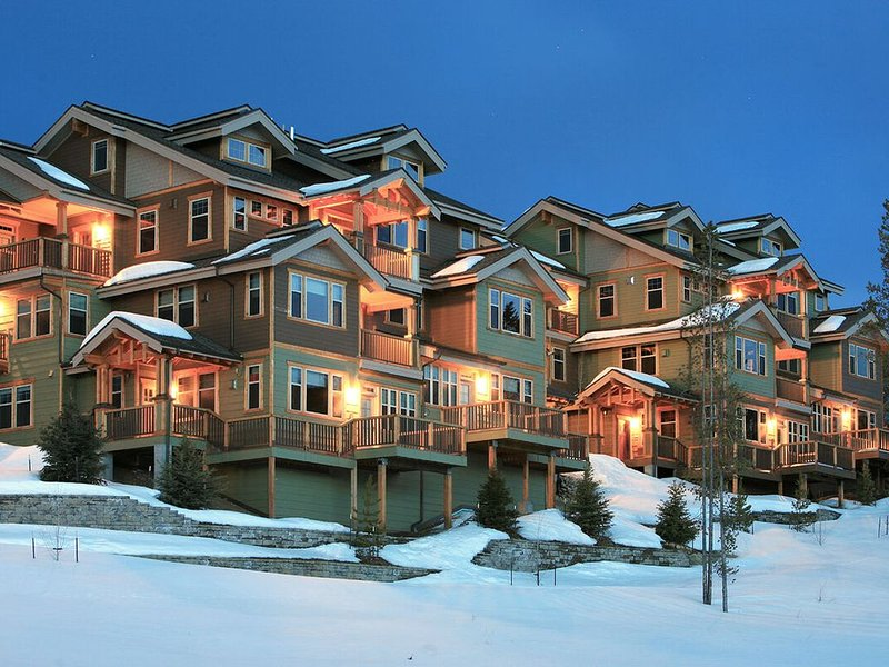Perfect, Colorful, Cozy Condo | Minutes to Resort | Fire Pit on Private Deck wit, holiday rental in Fraser