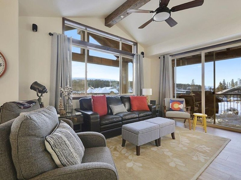 PET-FRIENDLY | The Coolest & Newest: 4 Bedroom Downtown Condo w/ Views | Sleeps, vacation rental in Winter Park