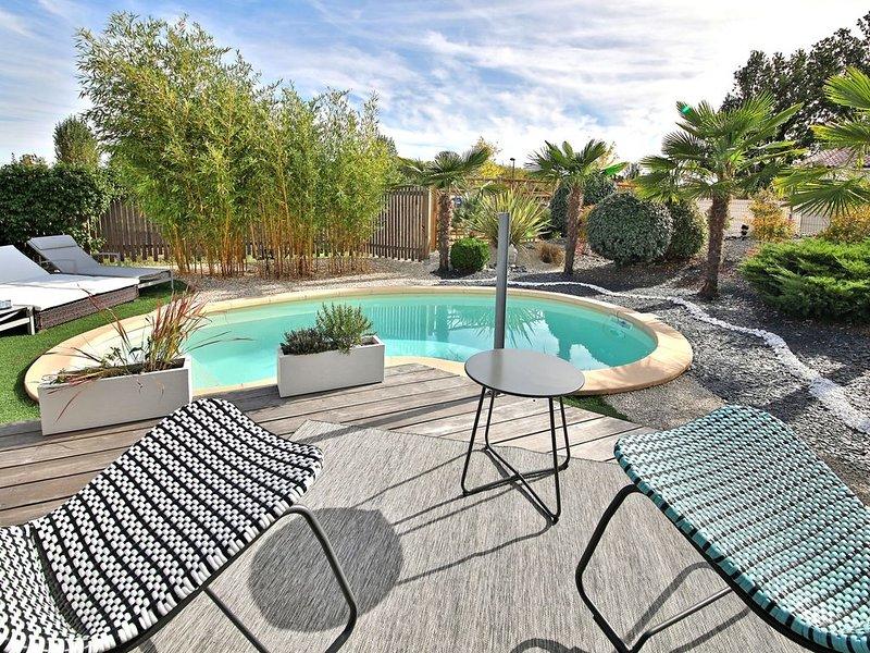 Villa contemporaine avec piscine, location de vacances à Brens