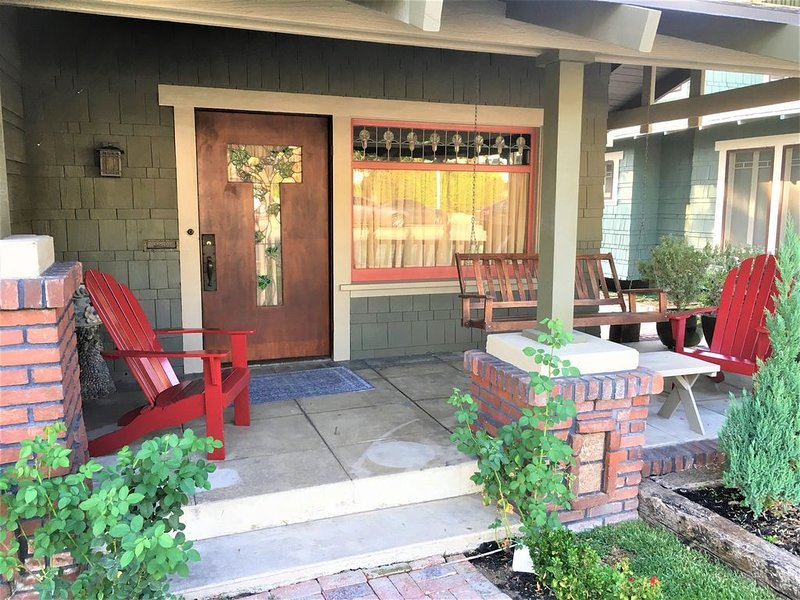 Old Pasadena,Pasadena California, Beautiful Historic Craftsman Bungalow 3BR 2BA, vacation rental in Altadena