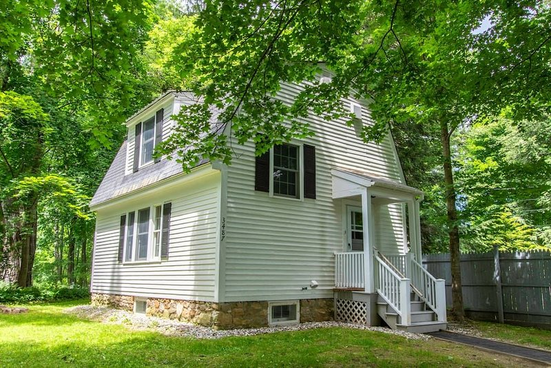 This cottage is a 1 bedroom(s), 1.5 bathrooms, located in Manchester, VT., holiday rental in Arlington