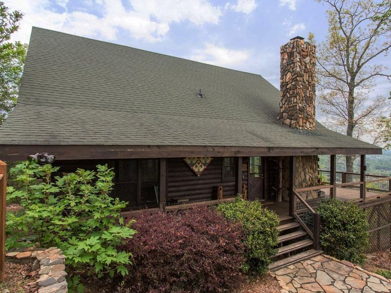 PET FRIENDLY ~ EXCEPTIONAL  VIEWS ~ INTERNET ~ ROMANTIC ~ FIREPLACE ~ WOOD FLOOR, vacation rental in Vein Mountain