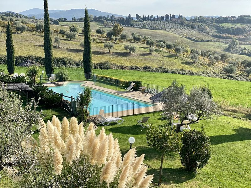 Agriturismo Toscana - piscina-vista panoramica-vicino al mare Pisa Siena Firenze, casa vacanza a Montecerboli